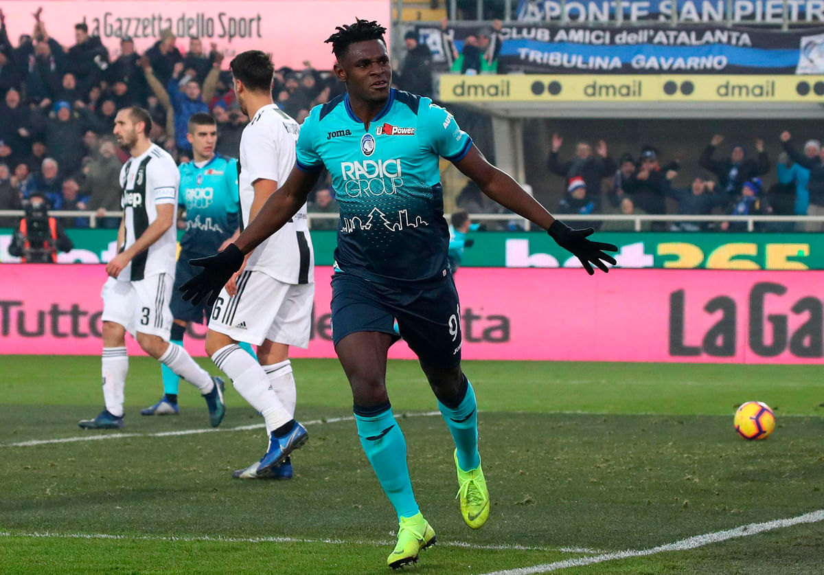Atalanta's Duvan Zapata jubilates after scoring the goal during the Italian Serie A soccer match Atalanta BC vs Juventus FC at the Atleti Azzurri d'Italia stadium in Bergamo, Italy, 26 December 2018.