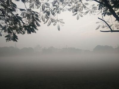 New Delhi: Fog engulfs Delhi on a chilly winter morning, on Dec 23, 2018. (Photo: IANS)