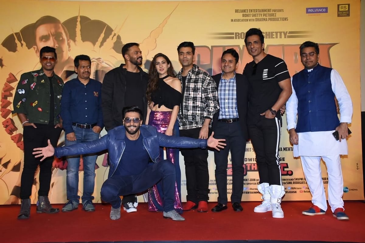 The entire <i>Simmba</i> team pose together.&nbsp;