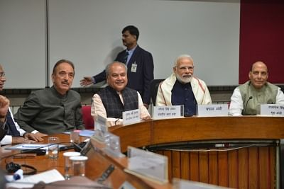 Modi seeks cooperation for winter session, Congress wants JPC on Rafale