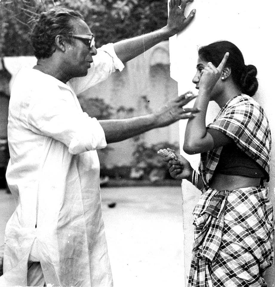 Mrinal Sen and Smita Patil on the sets of <i>Akaler Sandhane</i>.