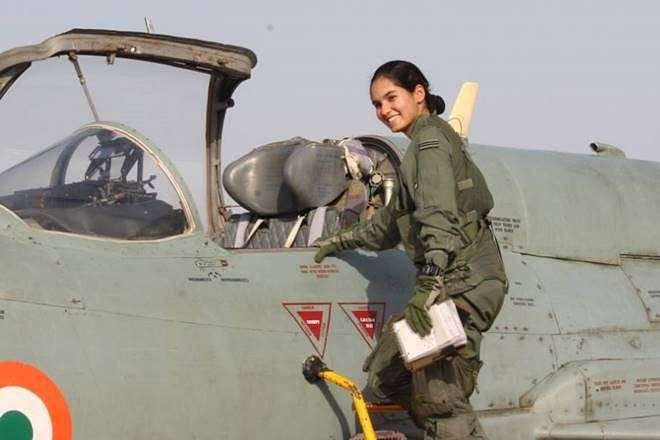 Flight Lieutenant AvanI ChaturvedI becomes the first indian woman fighter pilot to take a solo flight in MiG-21