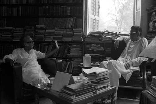 Mrinal Sen in conversation with Satyajit Ray.
