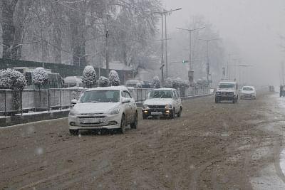 Srinagar: Vehicles ply on Srinagar roads during snowfall on Jan 16, 2019. (Photo: IANS)