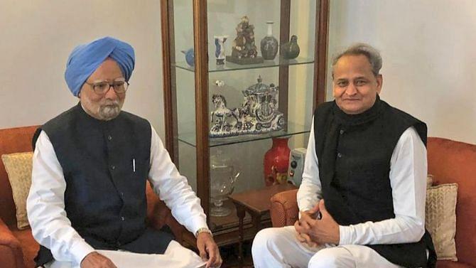 File image of Rajasthan CM Ashok Gehlot with former PM Manmohan Singh.