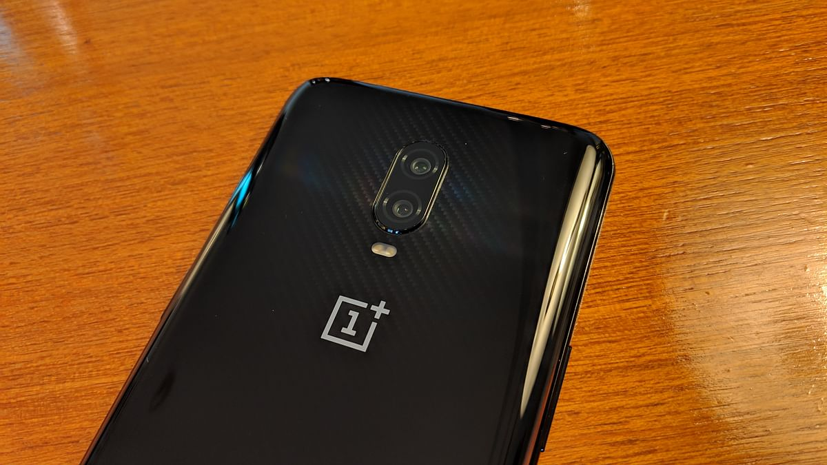 The OnePlus 6T is not water-dust resistance.