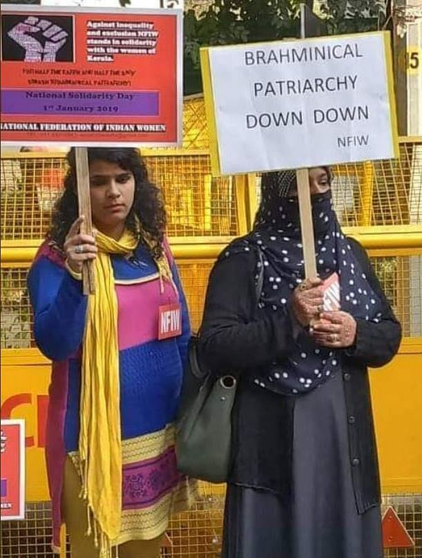 One such viral photo was that of two women, one clad in a burqa, holding placards.