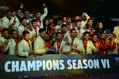 Mumbai: Bengaluru Bulls players pose with the trophy after winning the Pro Kabaddi League Season 6 at NSCI in Mumbai on Jan 5, 2019. (Photo: IANS)