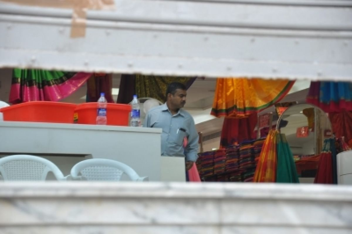 Popular retail outlet Saravana Stores was searched by IT officials on the suspicion of tax evasion.