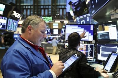 NEW YORK, Jan. 9, 2019 (Xinhua) -- Traders work at the New York Stock Exchange in New York, the United States, Jan. 9, 2019. U.S. stocks closed higher on Wednesday after the summary of Federal Reserve
