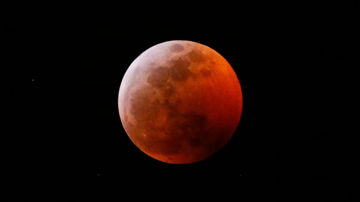 Super Blood Wolf Moon Leaves Sky-Gazers Enthralled
