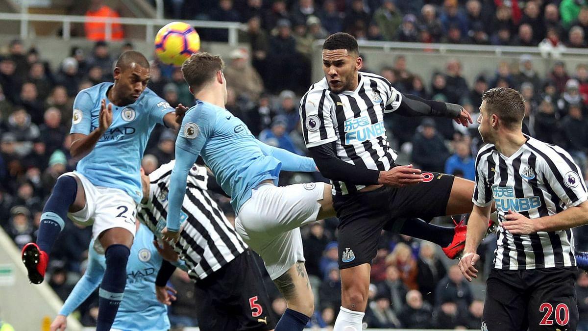 Newcastle United's Jamaal Lascelles (centre left) and Manchester City's Fernandinho (left) battle for the ball during the Premier League match at St James' Park, Newcastle.