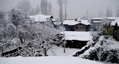 Baramulla receives fresh snowfall on Jan 4, 2019. (Photo: IANS)