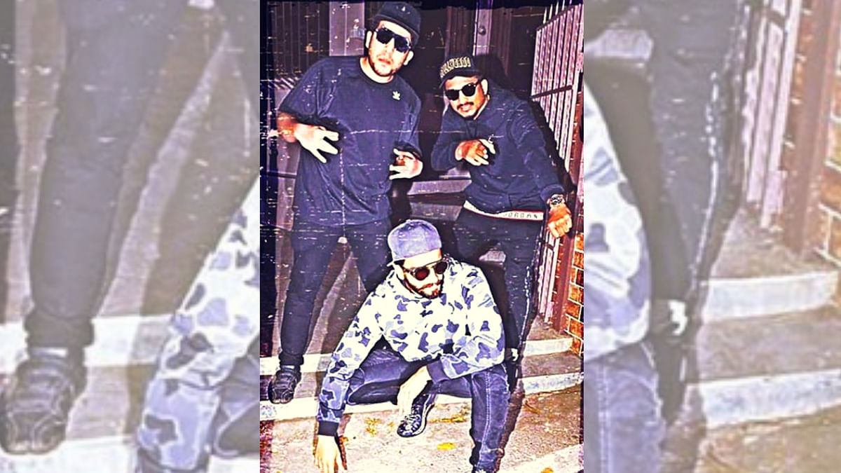 Ranveer Singh strikes a pose with Divine and Naezy.