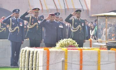 New Delhi: President Ram Nath Kovind pay tribute to Mahatma Gandhi on his death anniversary at Raj Ghat in New Delhi onJan. 30, 2019. (Photo: IANS)