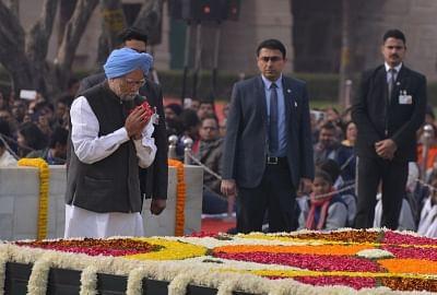 New Delhi: Former Prime Minister Manmohan Singh pays tribute to Mahatma Gandhi on his death anniversary at Raj Ghat in New Delhi onJan. 30, 2019. (Photo: IANS)