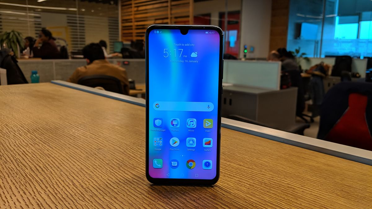 Water drop notch, first ever Honor phone to get this design.