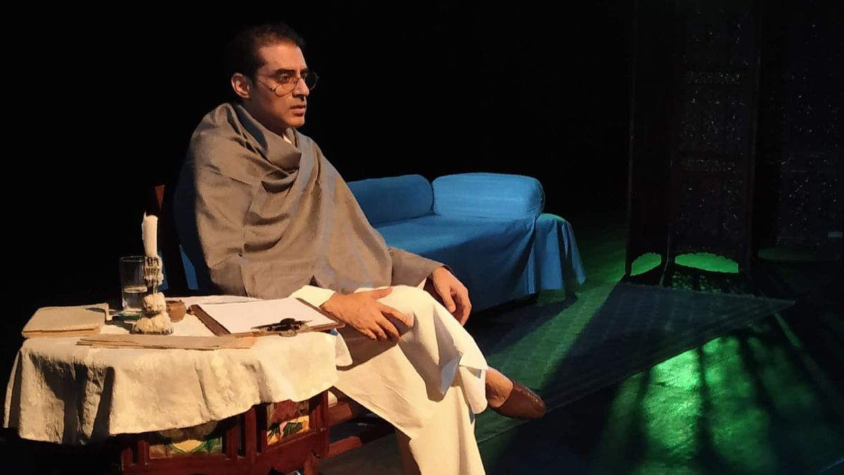 Ashwath Bhatt as Saadat Hasan Manto in the one-man play <i>Ek Mulaqat Manto Se</i>.