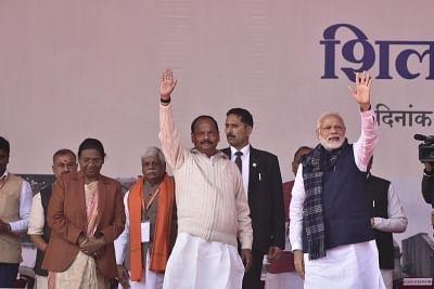 Palamu: Prime Minister Narendra Modi, Jharkhand Governor Draupadi Murmu and Chief Minister Raghubar Das at the foundation stone laying ceremony of various development projects in Palamu, Jharkhand on Jan 5, 2019. (Photo: IANS)