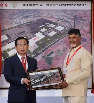 Andhra Pradesh Chief Minister N. Chandrababu Naidu and Kia Motors Corporation President Han-Woo Park. (Photo: IANS)