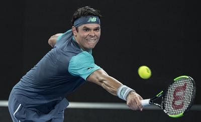 MELBOURNE, Jan. 17, 2019 (Xinhua) -- Milos Raonic of Canada competes during the men