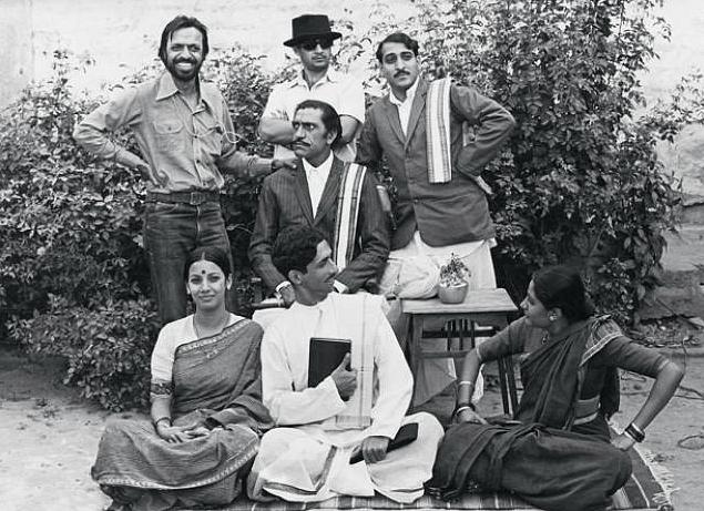 Director Shyam Benegal with actors Amrish Puri, Anant Nag, Mohan Agashe, Shabana Azmi, Naseeruddin Shah and Smita Patil on the sets of <i>Nishant</i> (1975), based on an original screenplay by Vijay Tendulkar with dialogues by Satyadev Dubey.
