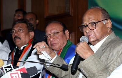 Ahmedabad: Nationalist Congress Party (NCP) President Sharad Pawar addresses a press conference after Former Gujarat Chief Minister Shankersinh Vaghela (C) joined the party in Ahmedabad, on Jan 29, 2019. (Photo: IANS)