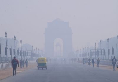 New Delhi: Vehicles ply at Rajpath on a foggy winter morning in New Delhi, on Dec 20, 2018. (Photo: IANS)