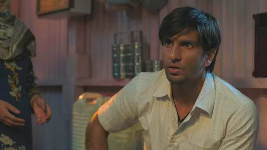Ranveer Raps His Way Into the Spotlight With 'Gully Boy' Trailer