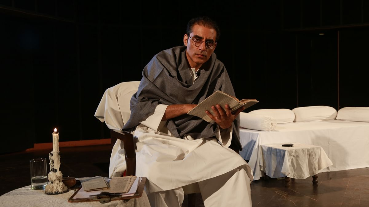 Ashwath Bhatt reads Manto's stories on the sets of <i>Ek Mulaqat Manto Se</i>.