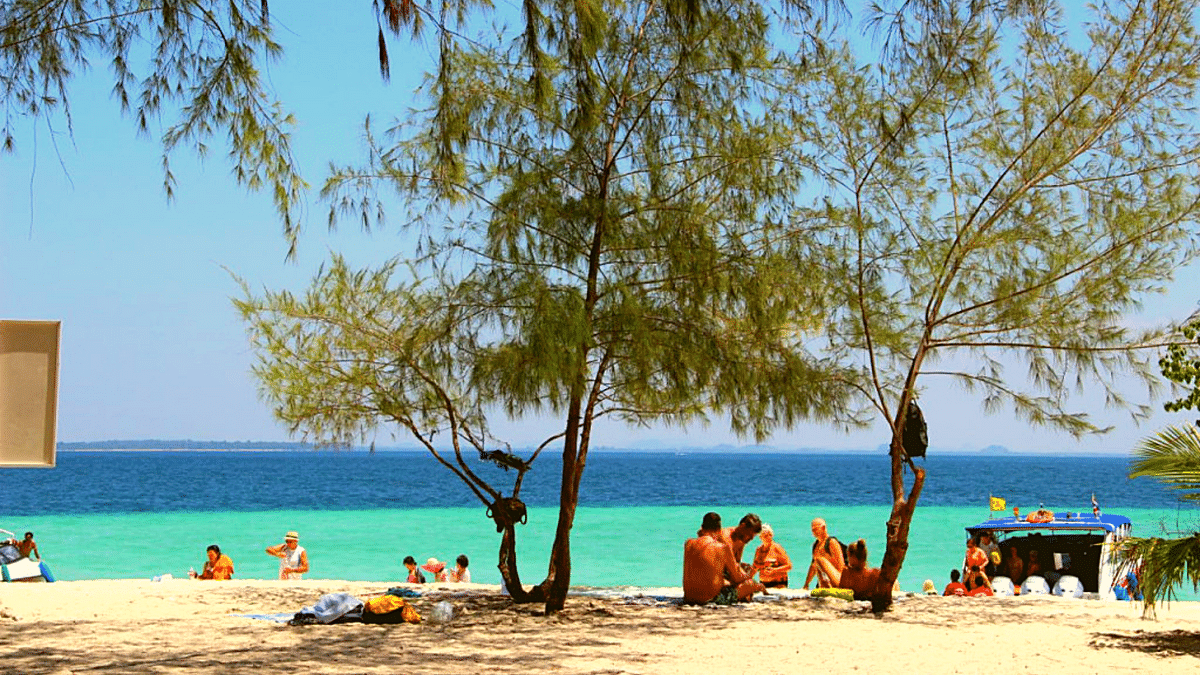 Krabi actually does have 'powder white sands' and 'pristine beaches'!