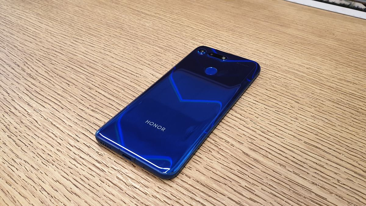 The Honor View 20 offers an IPS LCD display.