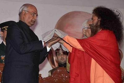 Prayagraj: President Ram Nath Kovind being welcomed at the inauguration of Gandhian Resurgence Summit in Prayagraj, on Jan 17, 2019. (Photo: IANS/RB)