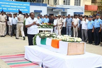 Bengaluru: Karnataka Chief Minister Siddaramaiah pays tribute to Guru H who was among the 49 CRPF personnel killed 14 Feb Pulwama militant attack, in Bengaluru on Feb 16, 2019. (Photo: IANS)