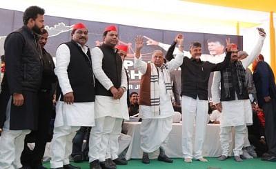 New Delhi: Samajwadi Party patriarch Mulayam Singh Yadav with Andhra Pradesh Chief Minister N. Chandrababu Naidu, who began a 12-hour long fast demanding the Centre to accord special category status and fulfill other commitments made in Andhra Pradesh Reorganisation Act, 2014, at Andhra Bhawan in New Delhi on Feb 11, 2019. (Photo: IANS)