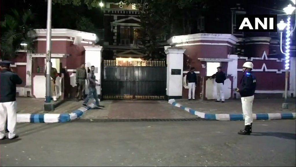 Mamata at Kolkata Top Cop's House After Police Detains CBI Team