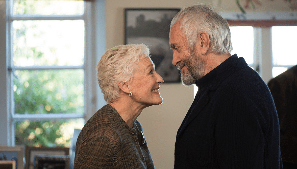 Glenn Close and Jonathan Pryce in a still from<i> The Wife</i>.