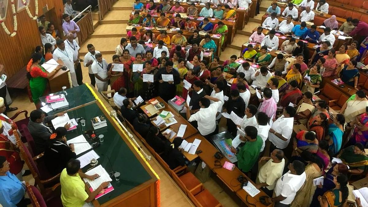 BJP corporators protest inside the council hall of BBMP even as Bengaluru mayor presents the 2019-20 budget for the city on Monday, 18 February.