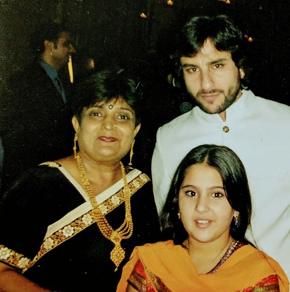Sara and Saif Ali Khan with popular mehendi artist Veena Nagda.