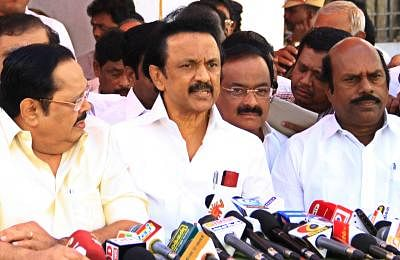 Congress seals poll pact with DMK in TN, Pondy; gets 10 LS seats