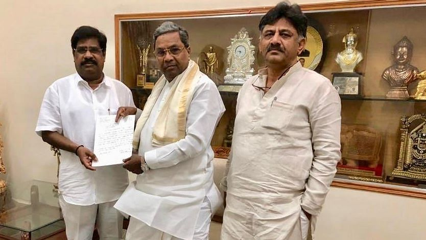 Independent MLA H Nagesh on Wednesday, 13 February, returned to the Congress-JD(S) camp.