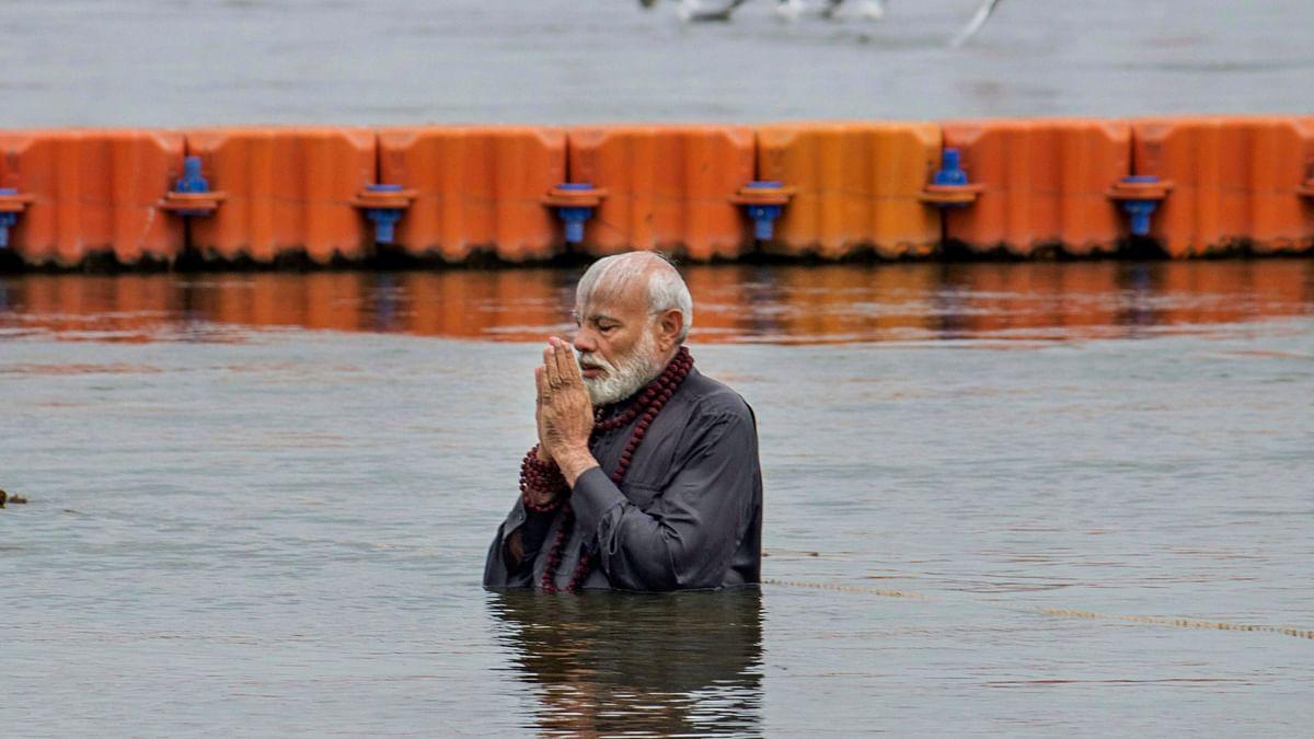 Post Holy Dip, PM Modi Washes Feet of Sanitation Workers at Kumbh