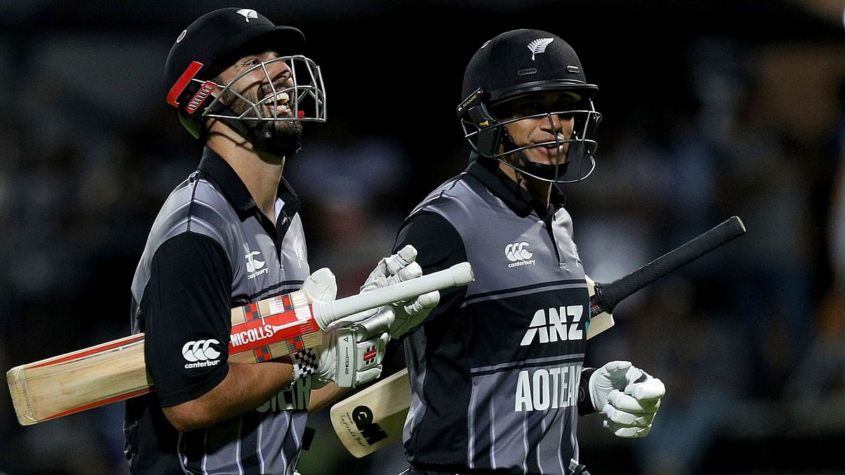 Daryl Mitchell (19) and Ross Taylor (14 off 7) smashed 61 runs in the last five overs.