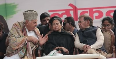 New Delhi: National Conference President Farooq Abdullah, West Bengal and Trinamool Congress supremo Mamata Banerjee and Loktantrik Janta Dal (LJD) leader Sharad Yadav during a sit-in protest against the central government at Jantar Mantar, in New Delhi, on Feb 13, 2019. (Photo: IANS)