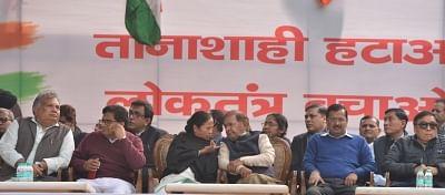 New Delhi: West Bengal Chief Minister and Trinamool Congress supremo Mamata Banerjee, Delhi Chief Minister and AAP leader Arvind Kejriwal and Loktantrik Janta Dal (LJD) leader Sharad Yadav, Samajwadi Party leader Ram Gopal Yadav and others during a sit-in protest against the central government at Jantar Mantar, in New Delhi, on Feb 13, 2019. (Photo: IANS)