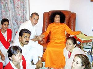 Nicolas Maduro, the then Minister of Foreign Affairs of Venezuela, and his wife Cilia with Sathya Sai Baba in 2005.