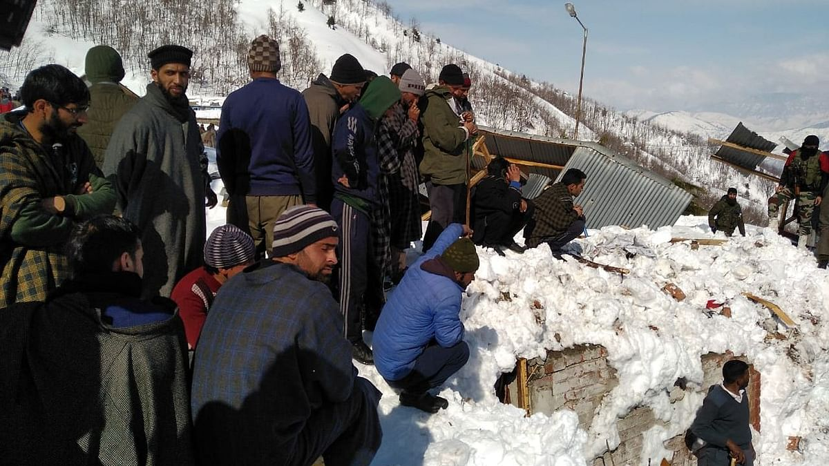 Body of Cop Missing In Kulgam Avalanche Found, Death Toll At 8