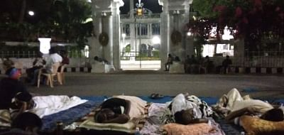 Puducherry Chief Minister V Narayanasamy along with other MLAs sleep outside Lt. Governor Kiran Bedi