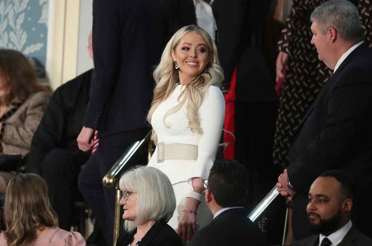 And wait, is that Tiffany Trump – the daughter Trump ignores – in all white like the Democrats? Considering the other Trump women were in dark colours, fairly good chance this was deliberate.