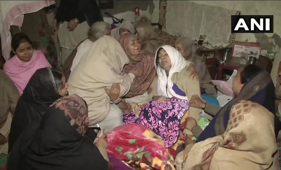 Family of Jaimal Singh mourn his death.